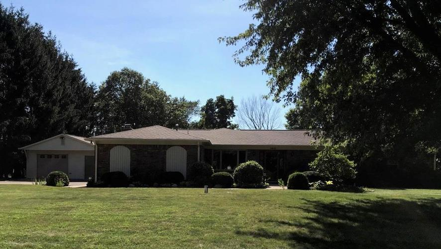 1426 S Buttercup Drive New Palestine, IN 46163 | MLS 21655521 | photo 2