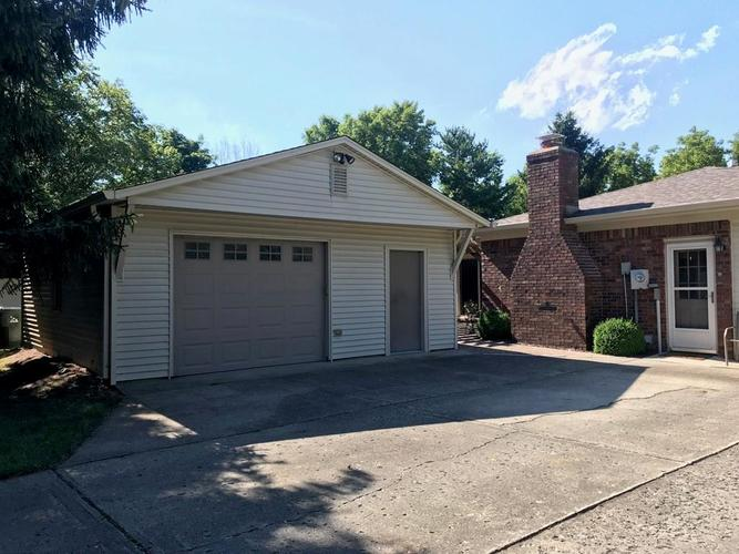 1426 S Buttercup Drive New Palestine, IN 46163 | MLS 21655521 | photo 3