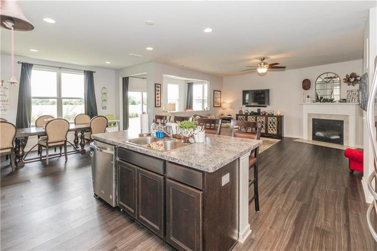 13555 Forest Glade Drive Fishers, IN 46037 | MLS 21655797 | photo 10