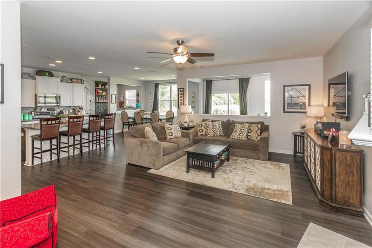 13555 Forest Glade Drive Fishers, IN 46037 | MLS 21655797 | photo 4