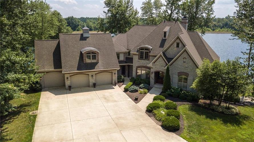 5865 W Carr Hill Road Columbus, IN 47201 | MLS 21656066 | photo 1