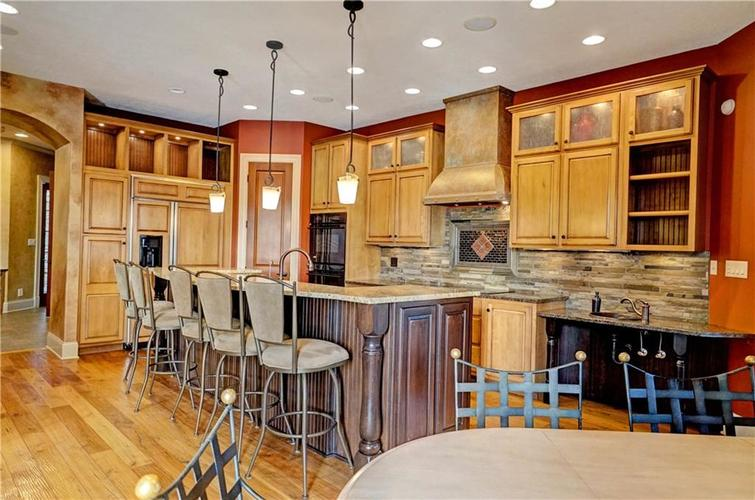 5865 W Carr Hill Road Columbus, IN 47201 | MLS 21656066 | photo 8
