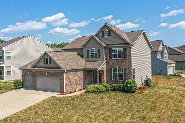 1675 Cascade Drive Greenwood, IN 46143 | MLS 21656159 | photo 1