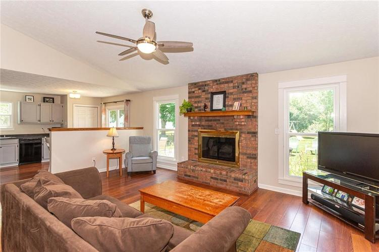 8135 SUMMERTREE Court Indianapolis, IN 46256 | MLS 21656226 | photo 10