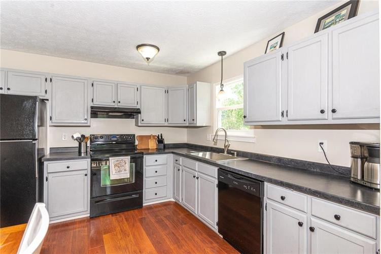 8135 SUMMERTREE Court Indianapolis, IN 46256 | MLS 21656226 | photo 15