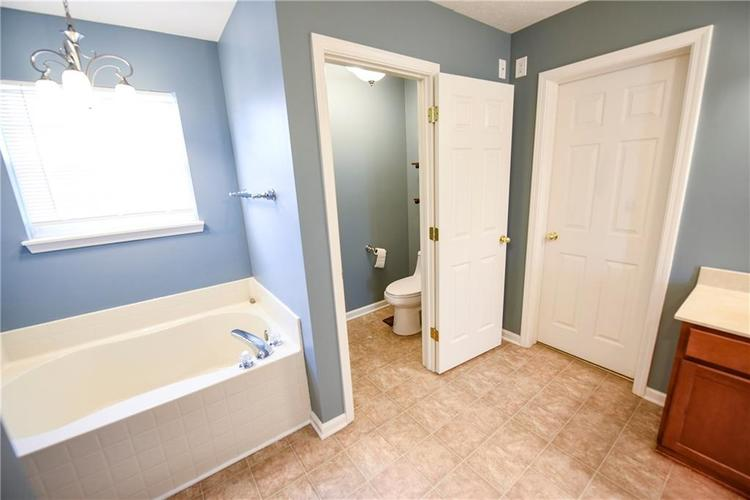 216 Heartwood Hill Greenfield, IN 46140 | MLS 21656241 | photo 16