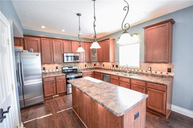 216 Heartwood Hill Greenfield, IN 46140 | MLS 21656241 | photo 2
