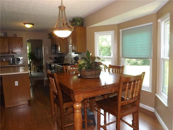 6718 HOLLINGSWORTH Drive Indianapolis, IN 46268 | MLS 21656342 | photo 10