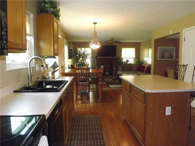 6718 HOLLINGSWORTH Drive Indianapolis, IN 46268 | MLS 21656342 | photo 13