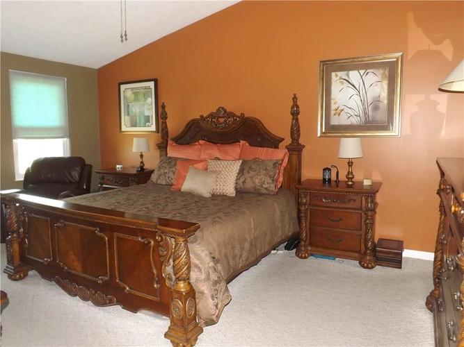6718 HOLLINGSWORTH Drive Indianapolis, IN 46268 | MLS 21656342 | photo 15