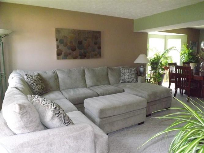 6718 HOLLINGSWORTH Drive Indianapolis, IN 46268 | MLS 21656342 | photo 3