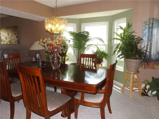 6718 HOLLINGSWORTH Drive Indianapolis, IN 46268 | MLS 21656342 | photo 5