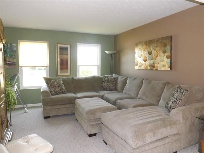 6718 HOLLINGSWORTH Drive Indianapolis, IN 46268 | MLS 21656342 | photo 6