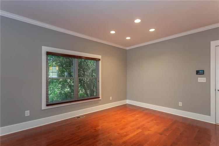 622 Broadway Place Indianapolis, IN 46202 | MLS 21656671 | photo 10