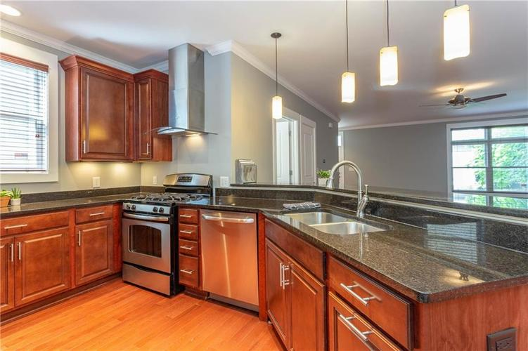 622 Broadway Place Indianapolis, IN 46202 | MLS 21656671 | photo 12