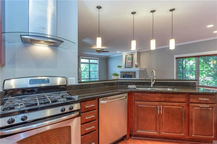 622 Broadway Place Indianapolis, IN 46202 | MLS 21656671 | photo 13