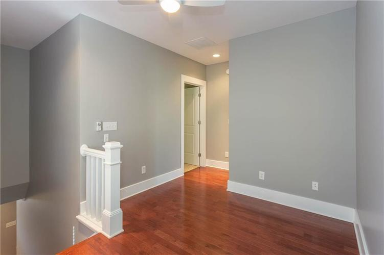 622 Broadway Place Indianapolis, IN 46202 | MLS 21656671 | photo 16