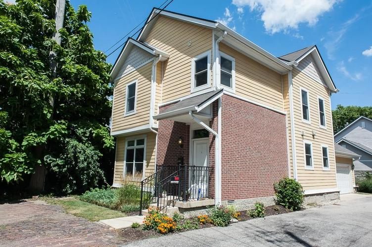 622 Broadway Place Indianapolis, IN 46202 | MLS 21656671 | photo 2