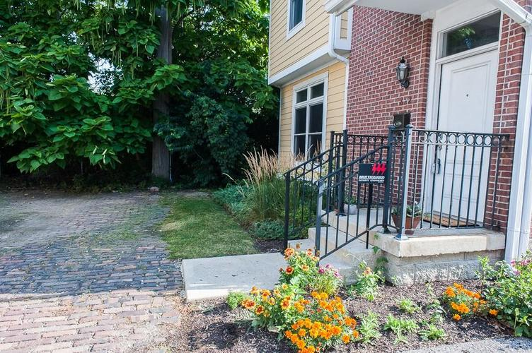 622 Broadway Place Indianapolis, IN 46202 | MLS 21656671 | photo 3