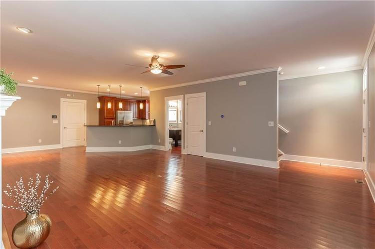622 Broadway Place Indianapolis, IN 46202 | MLS 21656671 | photo 8