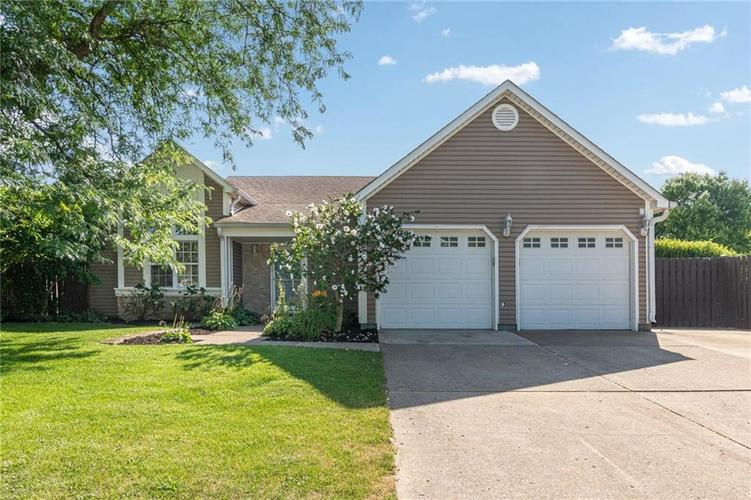 9246 Homeside Drive Indianapolis, IN 46250   MLS 21656771   photo 1