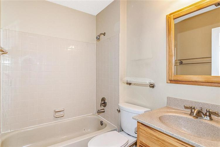 9246 Homeside Drive Indianapolis, IN 46250   MLS 21656771   photo 24