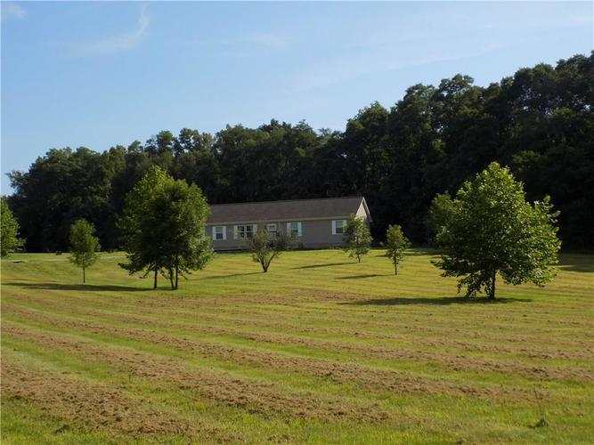 9883 S County Road 425 E Cloverdale, IN 46120 | MLS 21657808 | photo 1