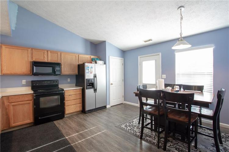 7054 BLANKENSHIP Avenue Indianapolis, IN 46217 | MLS 21658023 | photo 8