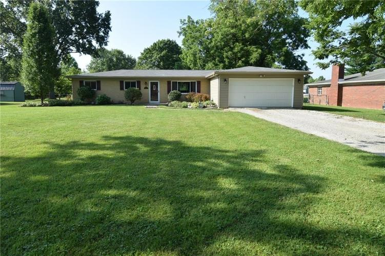 6815 E County Road 100 S Avon, IN 46123 | MLS 21658065 | photo 1