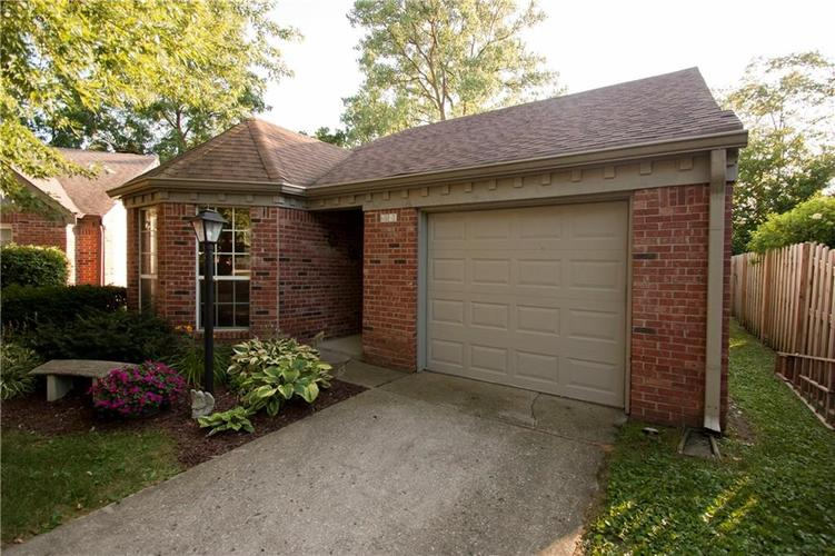 6561 Discovery Drive S Indianapolis, IN 46250 | MLS 21658093 | photo 2