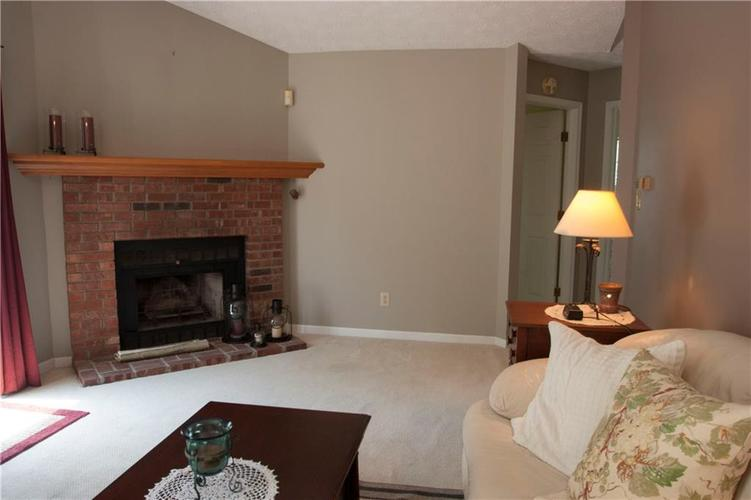 6561 Discovery Drive S Indianapolis, IN 46250 | MLS 21658093 | photo 5