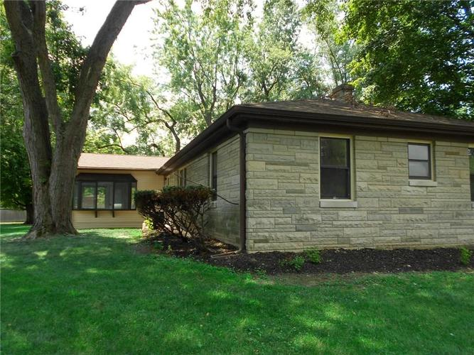 9455 Holliday Drive Indianapolis, IN 46260 | MLS 21658178 | photo 13