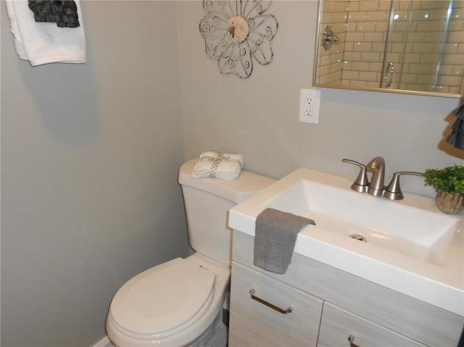 9455 Holliday Drive Indianapolis, IN 46260 | MLS 21658178 | photo 26