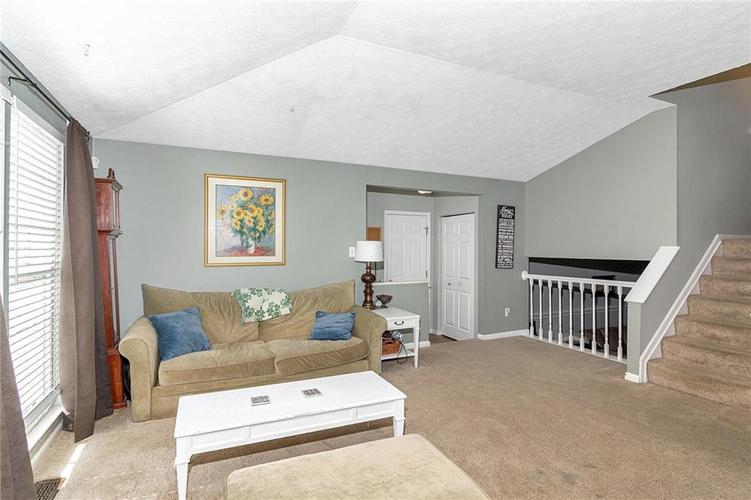 8015 CARDINAL Cove E Indianapolis, IN 46256 | MLS 21658225 | photo 2