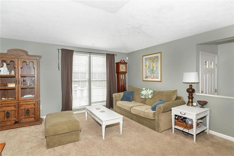 8015 CARDINAL Cove E Indianapolis, IN 46256 | MLS 21658225 | photo 4