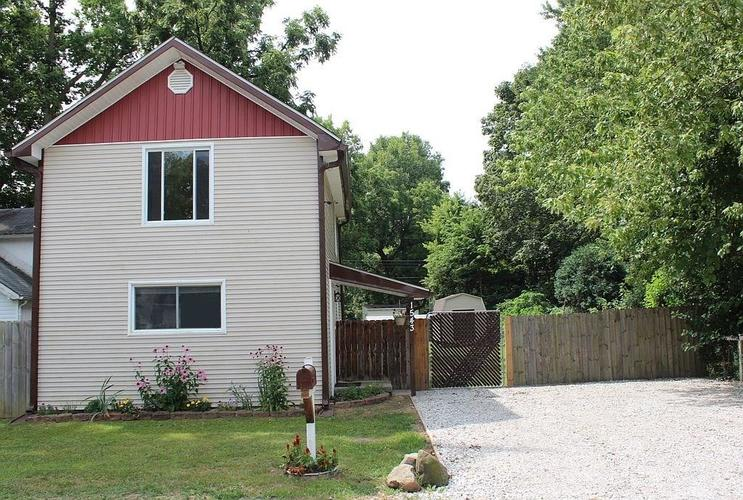 1543 E 73rd Street Indianapolis, IN 46240 | MLS 21658266 | photo 1