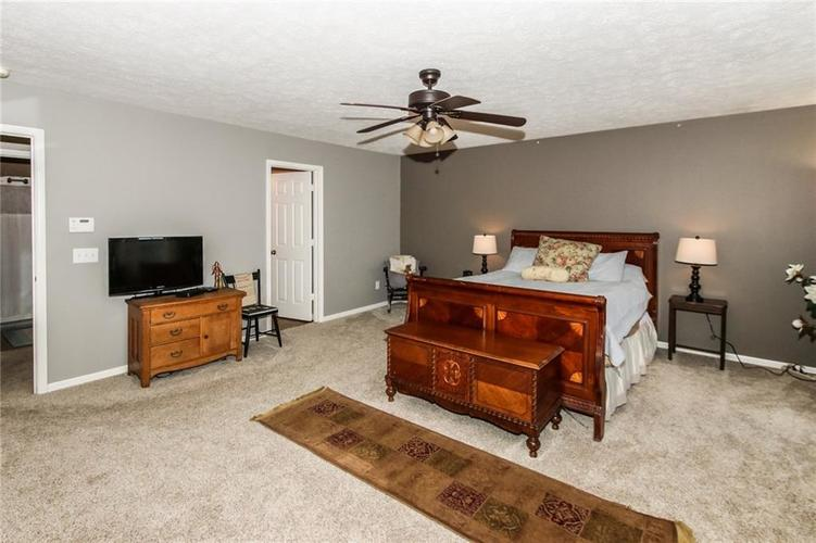 6915 Governors Point Boulevard Indianapolis, IN 46217 | MLS 21658384 | photo 17