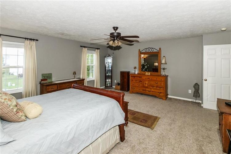 6915 Governors Point Boulevard Indianapolis, IN 46217 | MLS 21658384 | photo 19