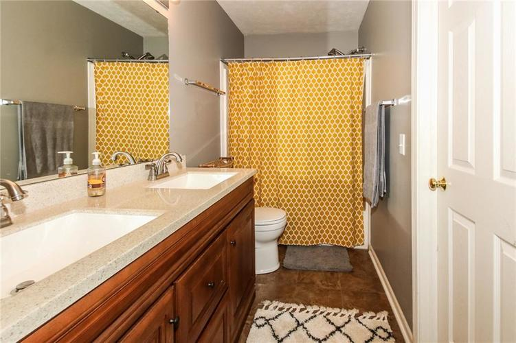 6915 Governors Point Boulevard Indianapolis, IN 46217 | MLS 21658384 | photo 20