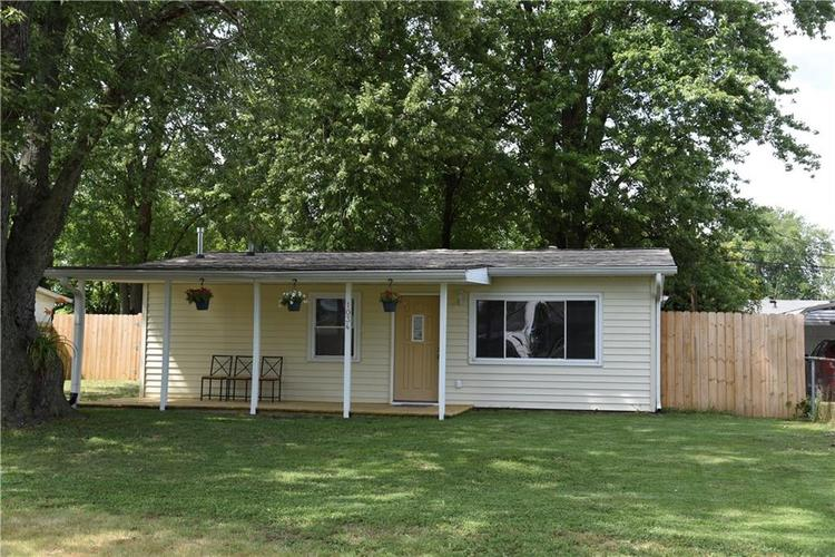1034 Center Street Martinsville, IN 46156 | MLS 21658471 | photo 1