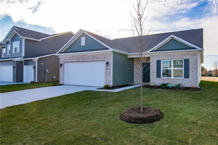 8424 Avery Park Drive Indianapolis, IN 46237 | MLS 21658517 | photo 2