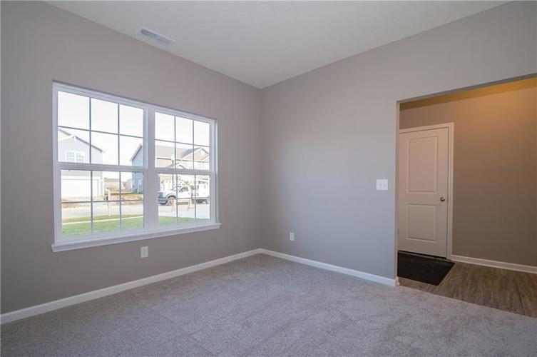 8424 Avery Park Drive Indianapolis, IN 46237 | MLS 21658517 | photo 7