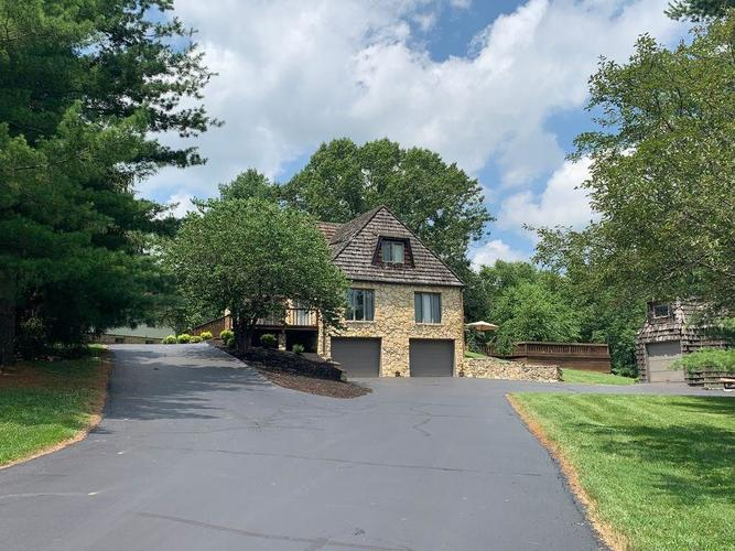 243 N Hickory Hills Drive Columbus, IN 47201 | MLS 21658606 | photo 3