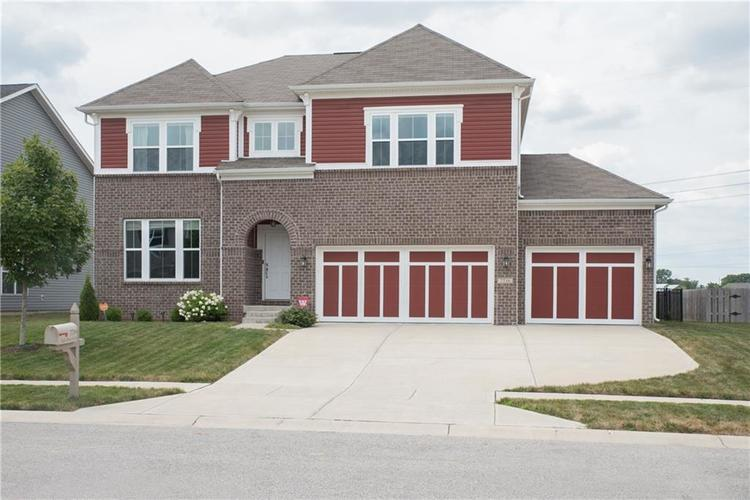 7716 Eagle Point Circle Zionsville, IN 46077 | MLS 21658659 | photo 1