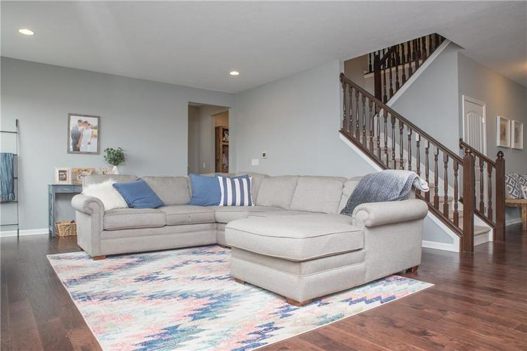 7716 Eagle Point Circle Zionsville, IN 46077 | MLS 21658659 | photo 12