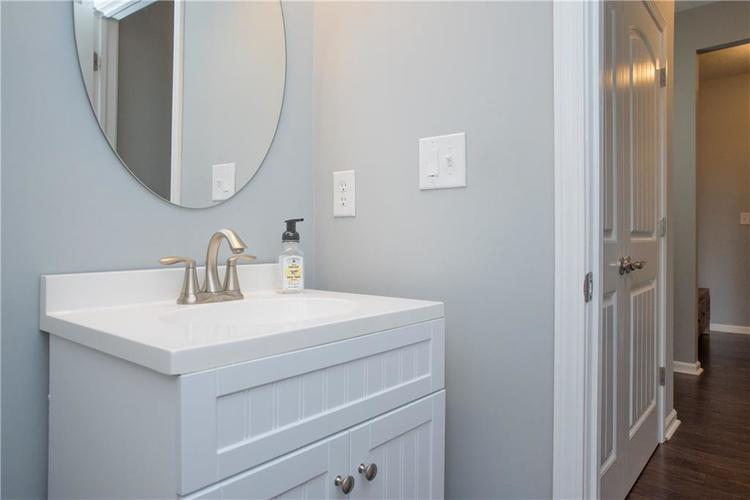 7716 Eagle Point Circle Zionsville, IN 46077 | MLS 21658659 | photo 17