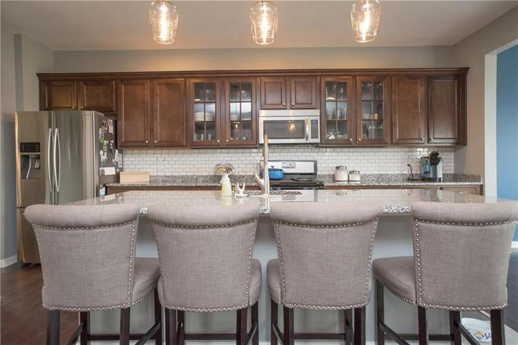 7716 Eagle Point Circle Zionsville, IN 46077 | MLS 21658659 | photo 7
