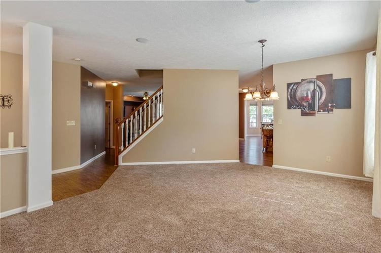 920 SHEETS Court Greenfield, IN 46140 | MLS 21658855 | photo 6