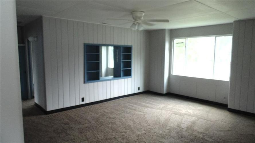 737 S State Street Greenfield, IN 46140 | MLS 21658994 | photo 2