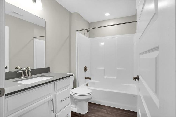 4954 E Amesbury Place Noblesville, IN 46062   MLS 21659144   photo 16